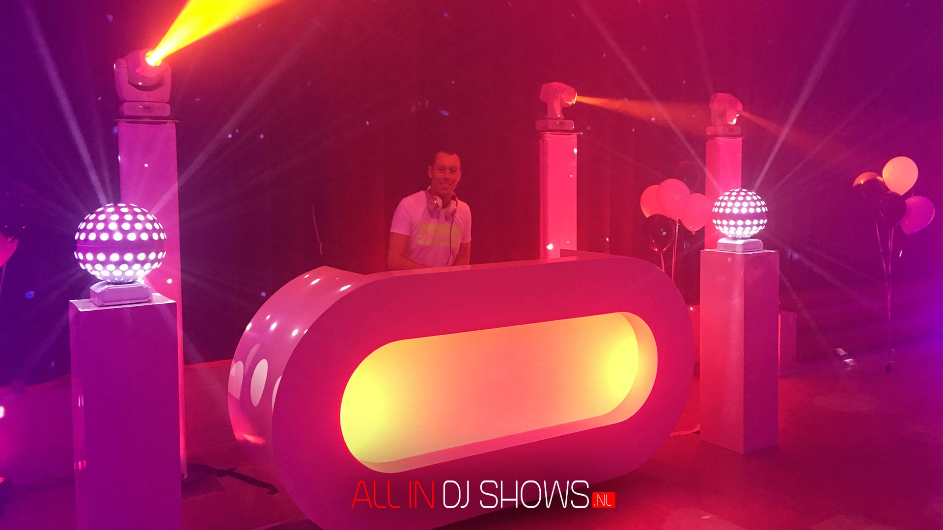 All-in-DJ-Show-White-Deluxe-3